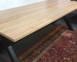 TABLE MÉTAL / CHÊNE PIÉTEMENT EN CROIX L250