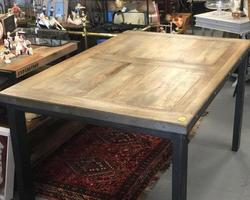 TABLE A DINER TYPE INDUSTRIEL